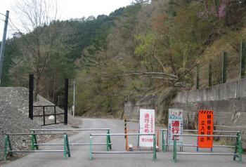 川合トンネルの先は通行止め