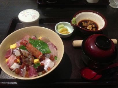 海鮮丼(海の宝石箱)