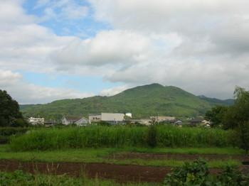 日和田山を東側から見る