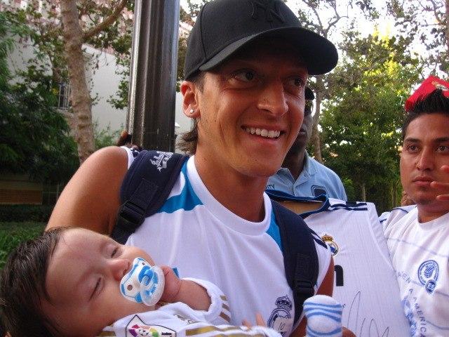 ファンの赤ちゃんと!゚゚*。(*Θ艸Θ*)。*゚
