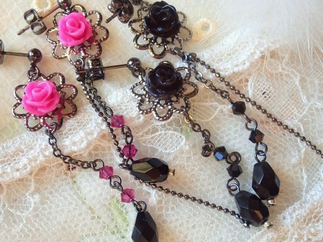 薔薇カボションと黒雫のピアス3