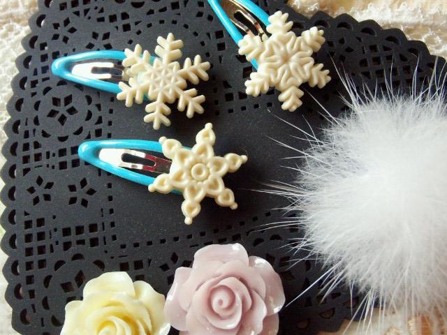 ドール用雪の結晶ミニぱっちんピン水色1
