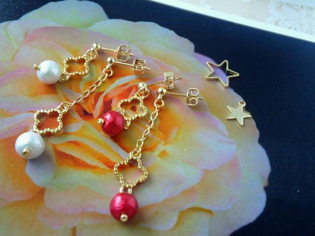 お花とコットンパールのアシンメトリーピアス1