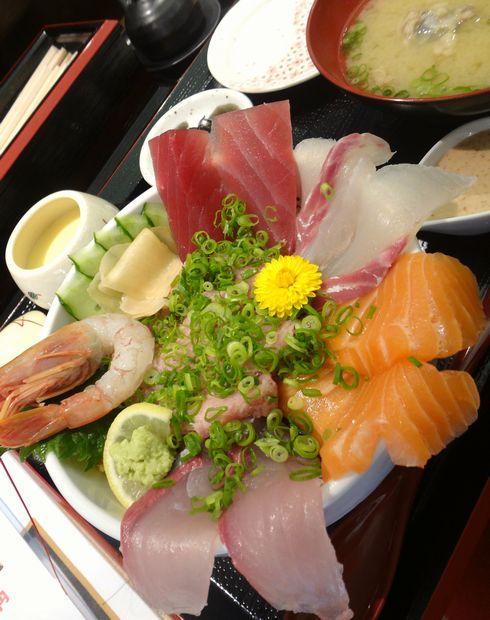 『うみの華』海鮮あふれ丼(ご飯大盛無料。アップ)