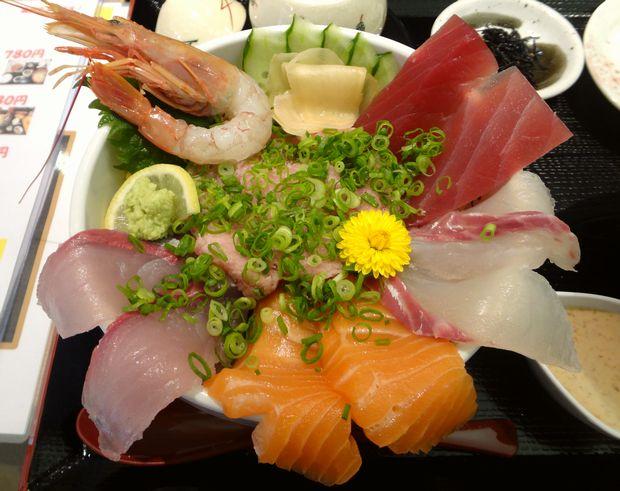 『うみの華』海鮮あふれ丼(ご飯大盛。アップ)