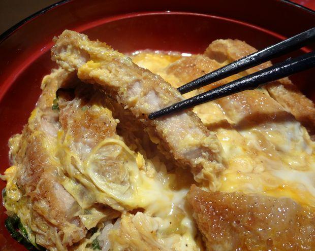 『まる謙うどん』カツ丼(カツリフト