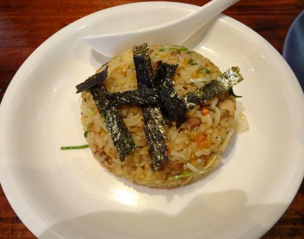 『西新 海豚や』ランチセットの「半チャーハン」(麺類に220円増)