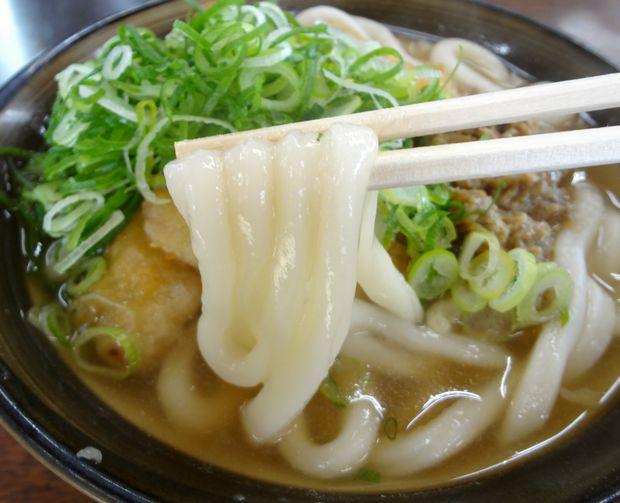 『牧のうどん 今宿店』みそゴボウうどん(麺リフト)