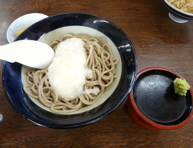 『牧のうどん 今宿店』冷やしとろろそば(550円)