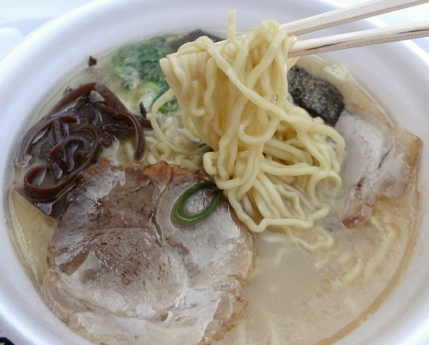「プラリバ10周年感謝祭・久留米食の祭典」『来福軒』ラーメン(麺リフト)