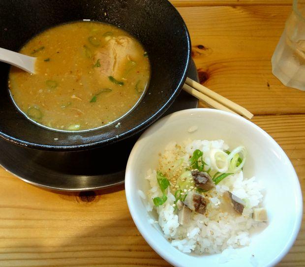 『壱の家』「豚骨焼麺」のおまけ「ラー茶飯」