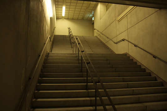 130428箱崎宮前駅非常階段 (102)のコピー