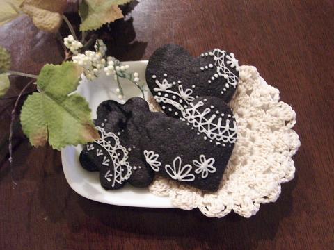 ブラックココアクッキーでアイシング