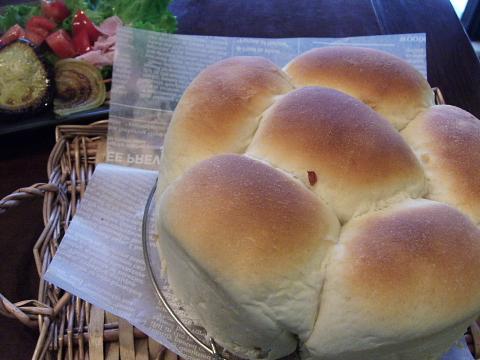 ケーキ型で手ごねパン