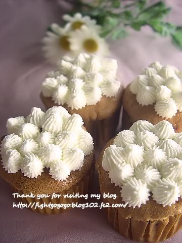 シフォンケーキの生地でカップケーキ