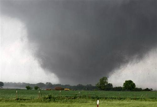 3875272a武蛙オクラホマ、巨大竜巻で壊滅的被害 学校も直撃
