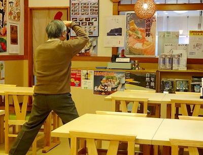 130219海花亭内を撮影中のgolfunさん