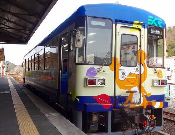 130405信楽駅の電車-1