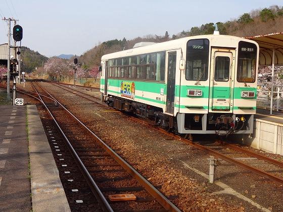 130405信楽駅の電車-2