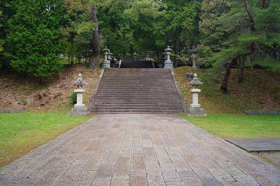 130423瑠璃光寺香山墓地鴬張り石畳