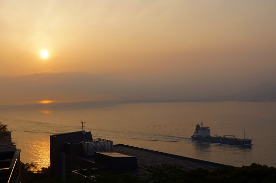 130425朝の関門海峡-1