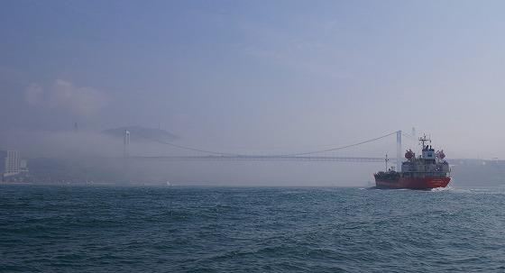 130425渡船から関門橋を-1