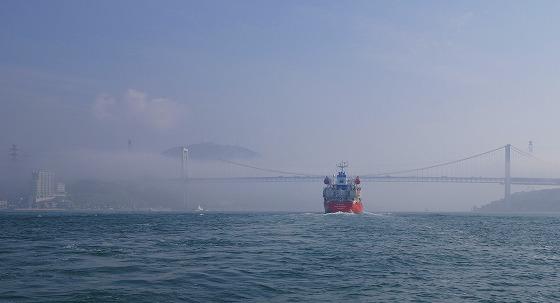 130425渡船から関門橋を-2