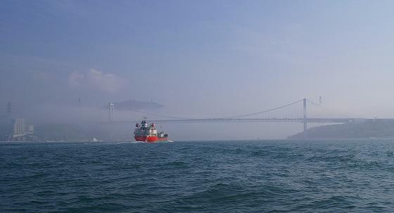 130425渡船から関門橋を-4