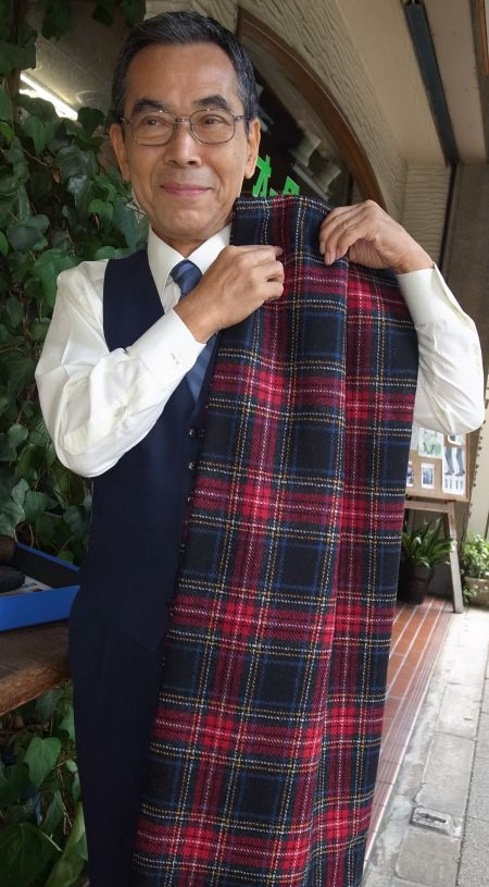 派手な赤のチェックのHarris Tweed