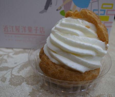 近江屋洋菓子店のシュークリーム