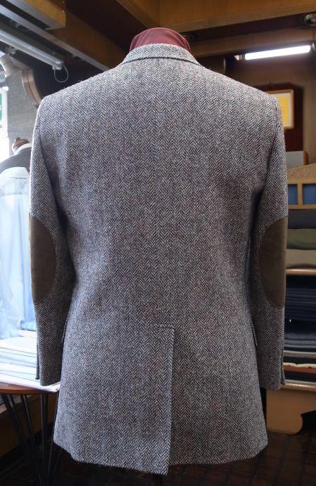 エルボーパッチ付きのレディースのハリスツイードジャケット