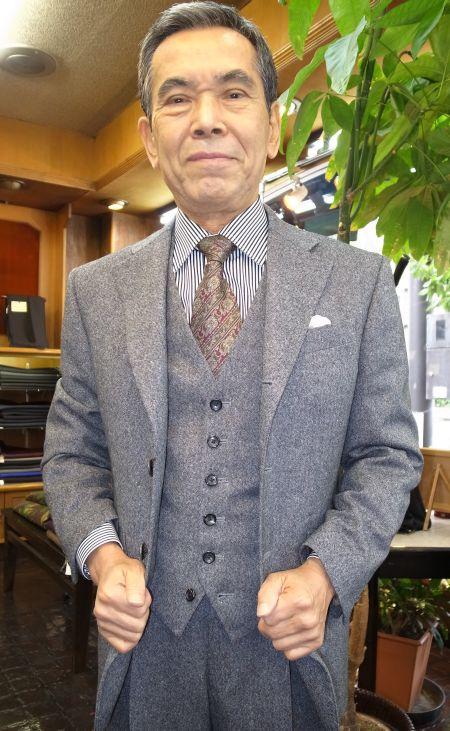 葛利毛織のオーダースリーピーススーツ