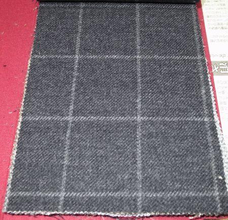 御幸毛織のオーダージャケット「エムズアーク」の秋冬物・チャコールグレーのチェック
