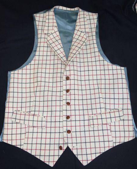 タッターソールの襟付きベスト