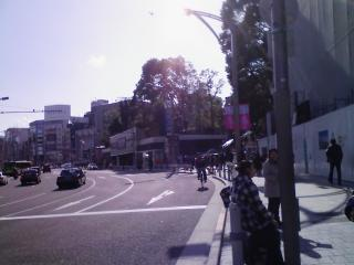 1.JR上野駅不忍池口から出て、京成上野駅を目指します