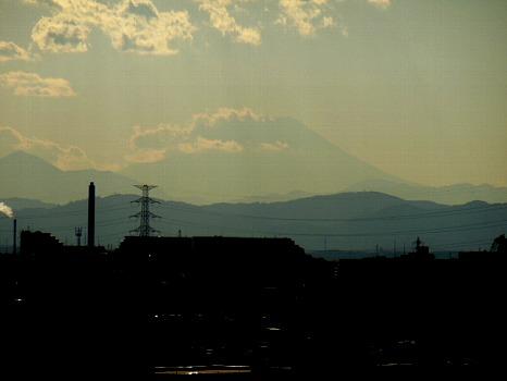 雲の向こうの富士