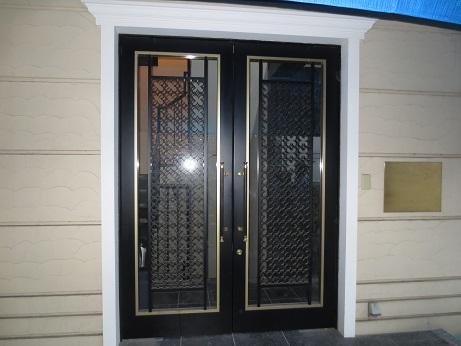 西麻布豪華な玄関ドア