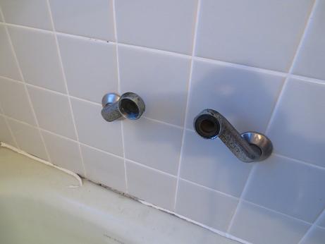 浴槽水栓取り外し1
