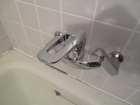 浴槽水栓取付2