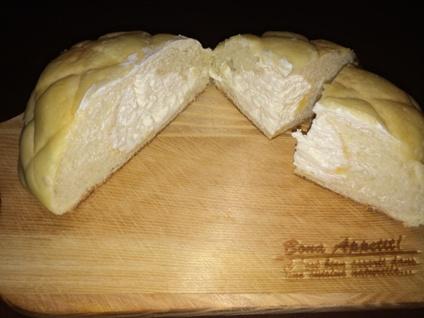 ファミマ ホイップメロンパン (2)