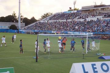 湘南の猛攻を何とか凌ぐ横浜FCイレブン