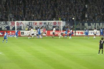 山形の怒涛の攻めを、横浜FCは何とか身体を張って守り通した