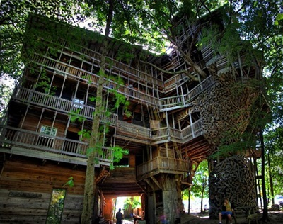 The-Worlds-Biggest-Tree-House-by-Horace-Burgess-14.jpg