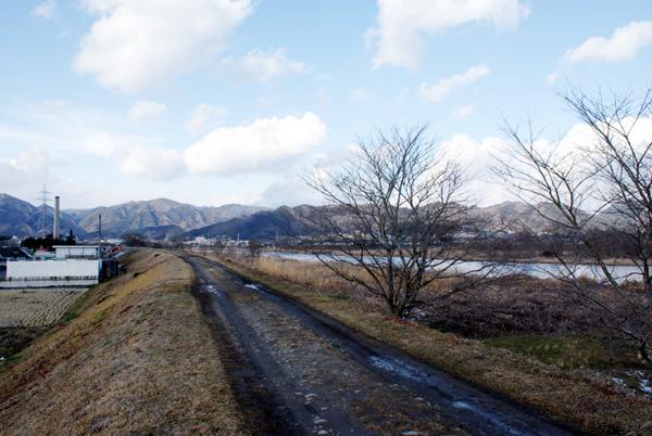 旭川の堤防
