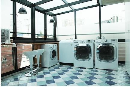共同洗濯機、憩い・食事などの場