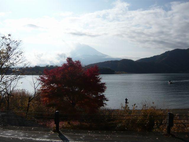 24日朝河口湖と富士山カイ