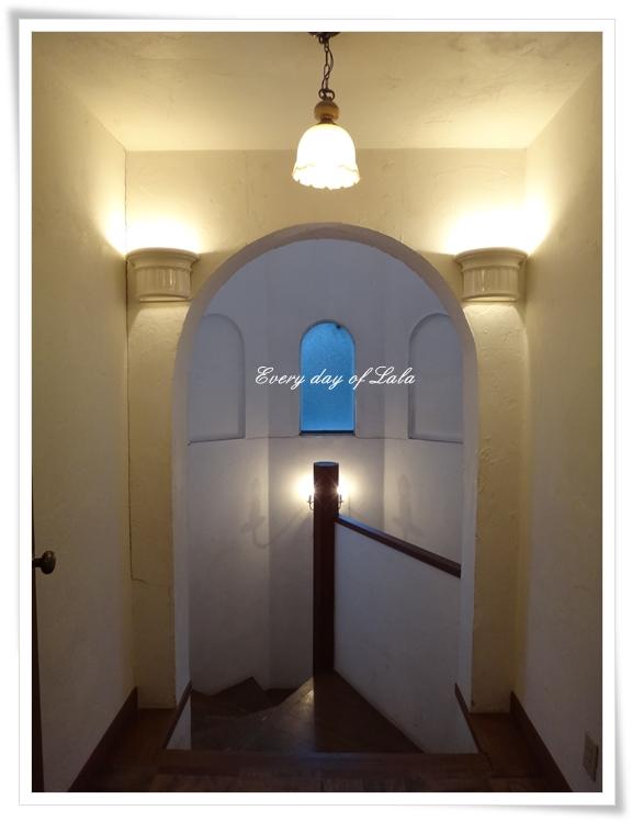 宿の階段201309