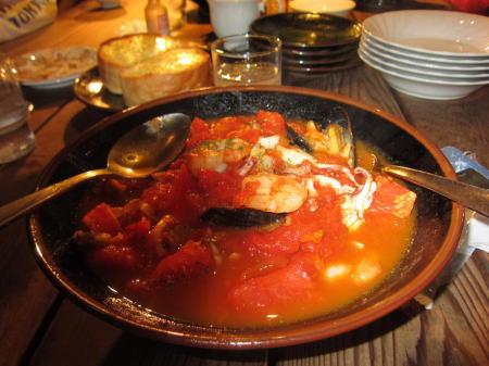 完熟トマトお魚介いろいろパスタ