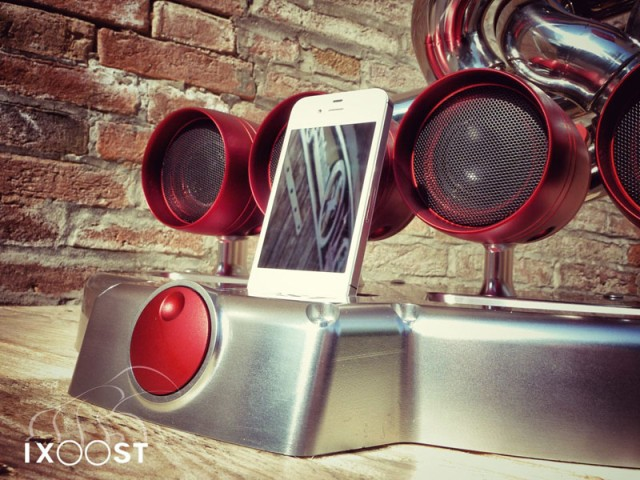 ixoost-exhaust-manifold-iphone-dock-02.jpg
