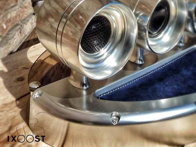 ixoost-exhaust-manifold-iphone-dock-06.jpg